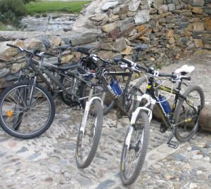 Aparca bicis en el Monasterio de Montgarri