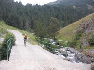 Pasando sobre el río Noguera Pallaresa